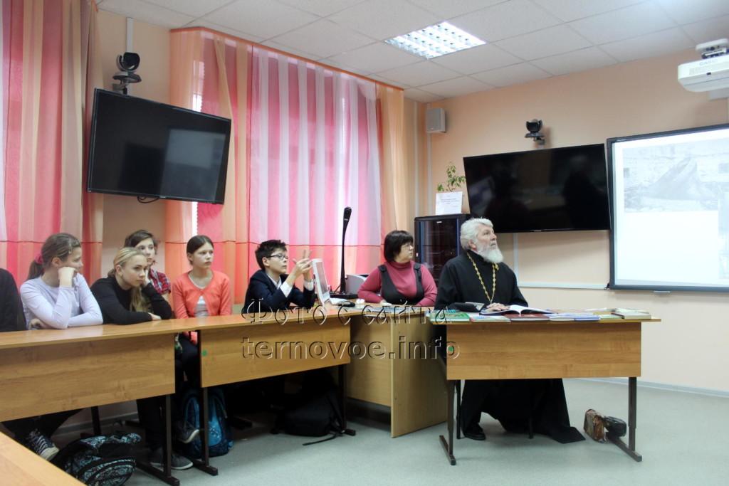 Беседа с батюшкой о исповедниках и новомучениках российских
